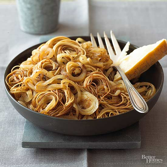 Onions with Pasta Nests
