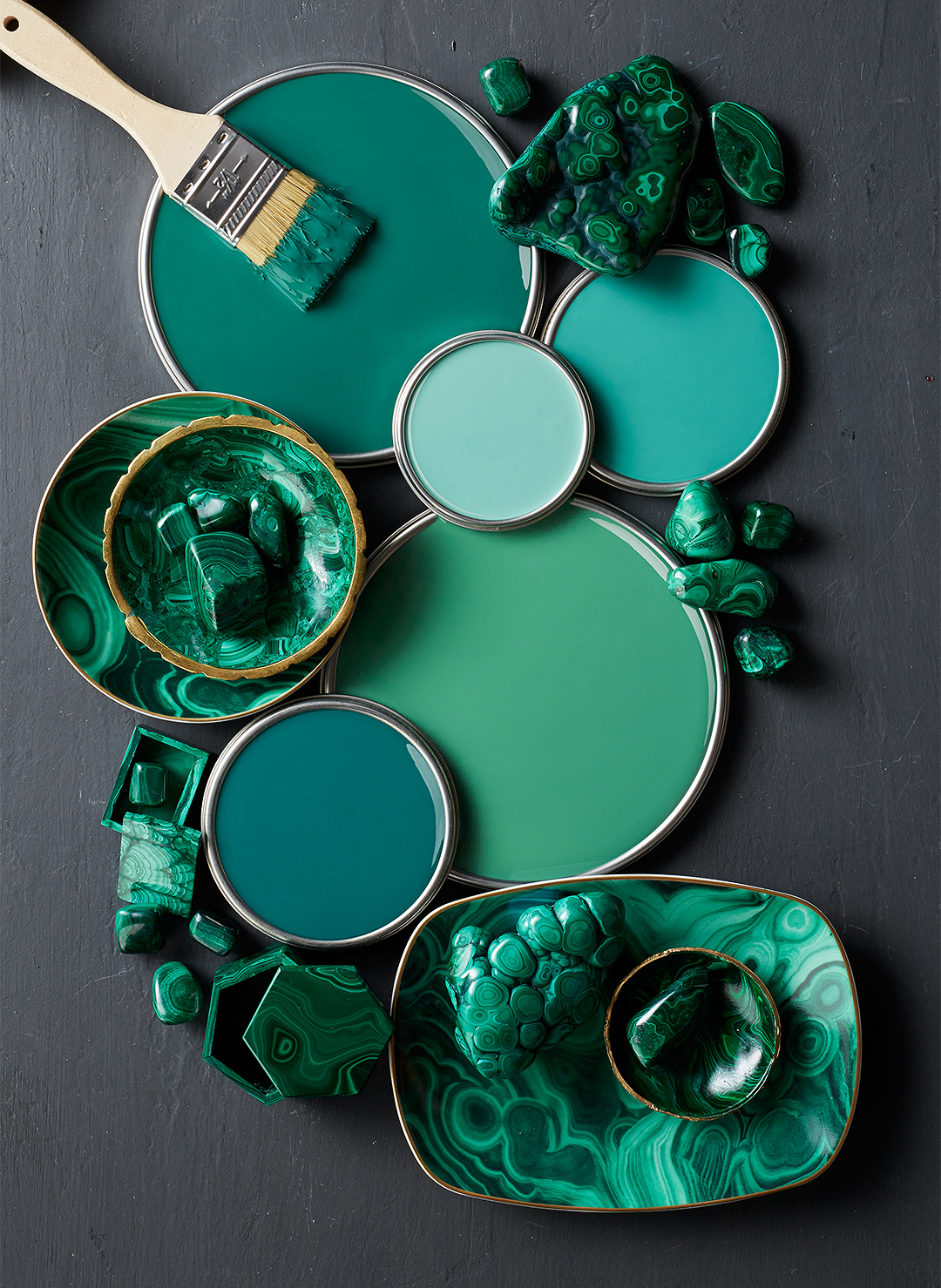 deep green can paint lids with marble jade and paintbrush