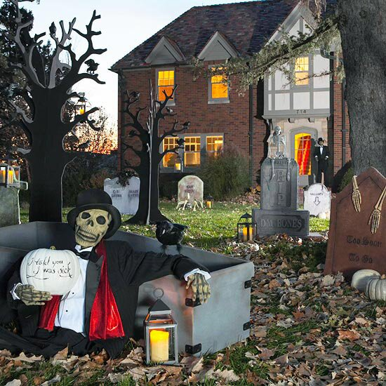 36 Most scary DIY Halloween decorations for 2019, scary Halloween home decorations, dollar store Halloween decorations, cheap Halloween decorations, Halloween home decorations. These ultimate DIY Halloween decorations will blow you away. The ultimate dollar store DIY Halloween decorations that are super scary and cheap. #halloween #diy #scary #spooky #halloweendecorations #homedecor #halloweendiy #halloweenideas #2019 #2019halloween