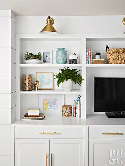Decorated Built In Shelving