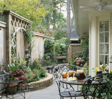 Planning A Comely Courtyard Better Homes Gardens
