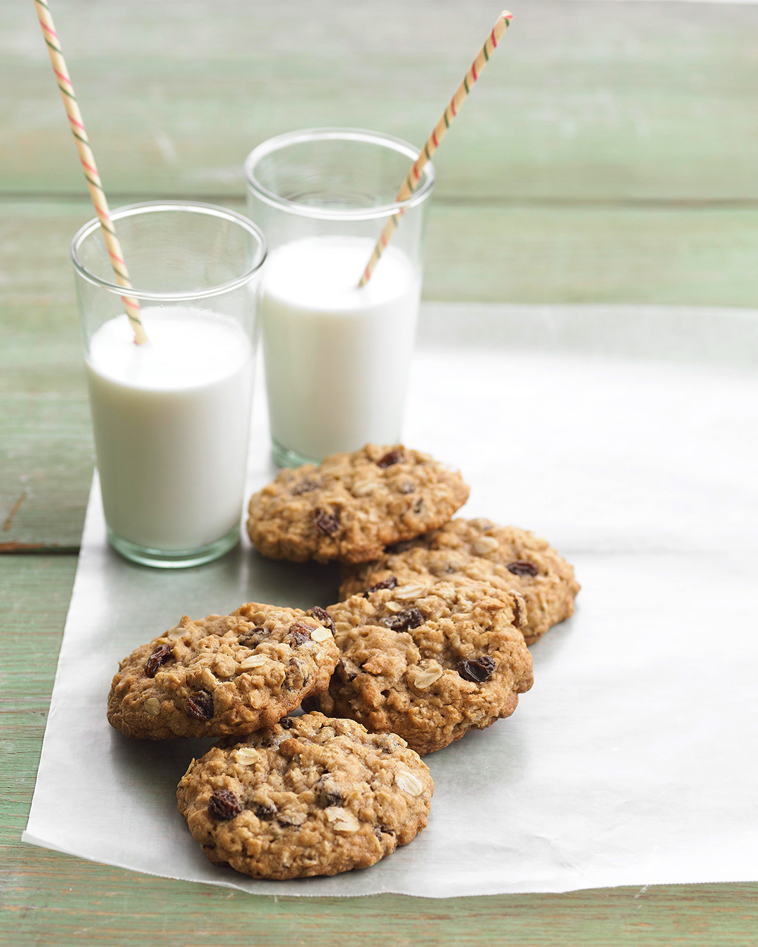 Oatmeal-Raisin Cookies with two glasses of milk