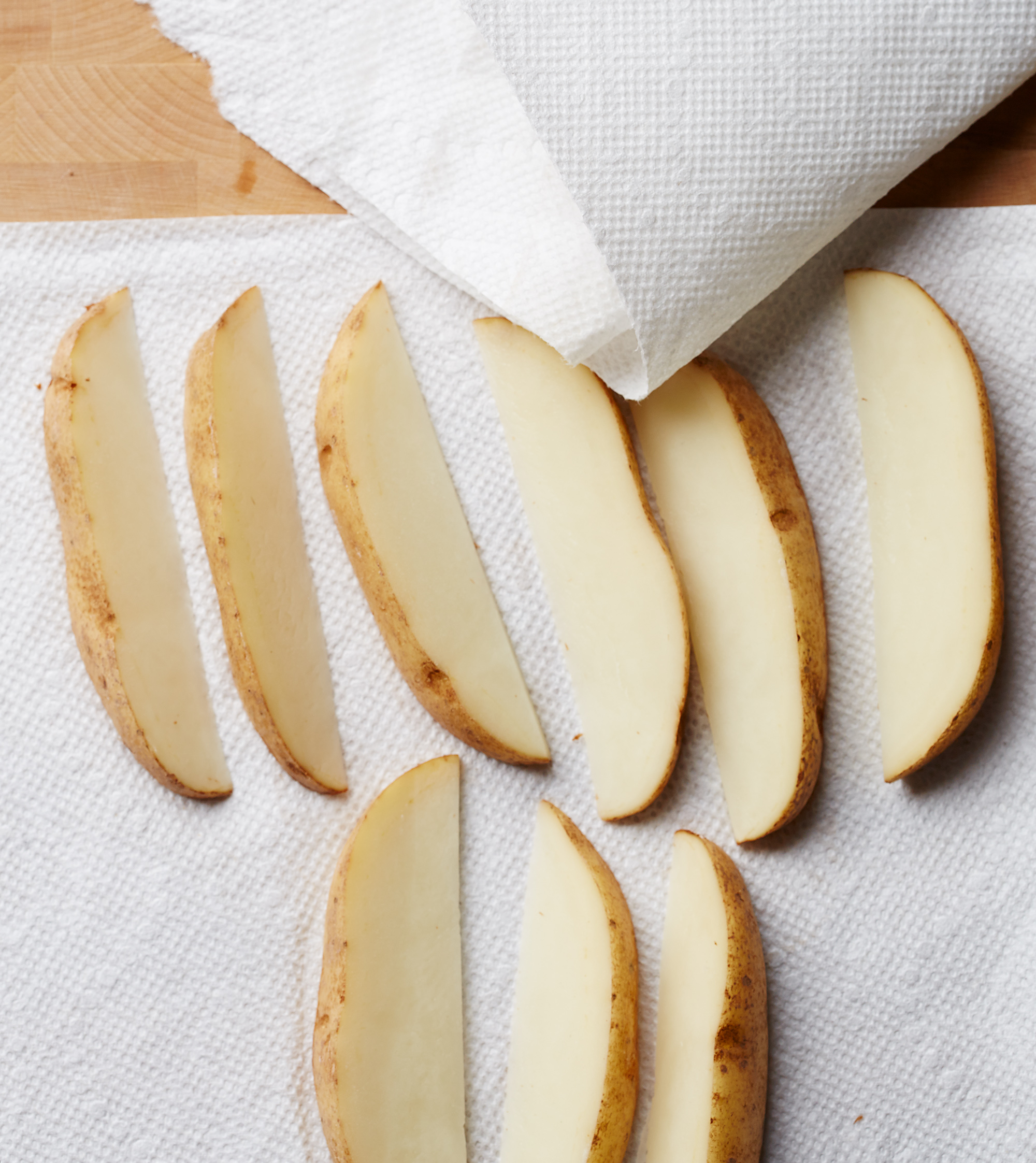 drying potato wedges on paper towels