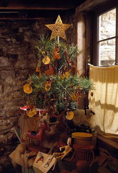 Country Christmas Tree.Early American Tree Better Homes Gardens