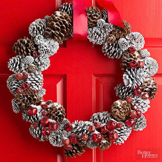 Pretty Pinecone Christmas Wreath