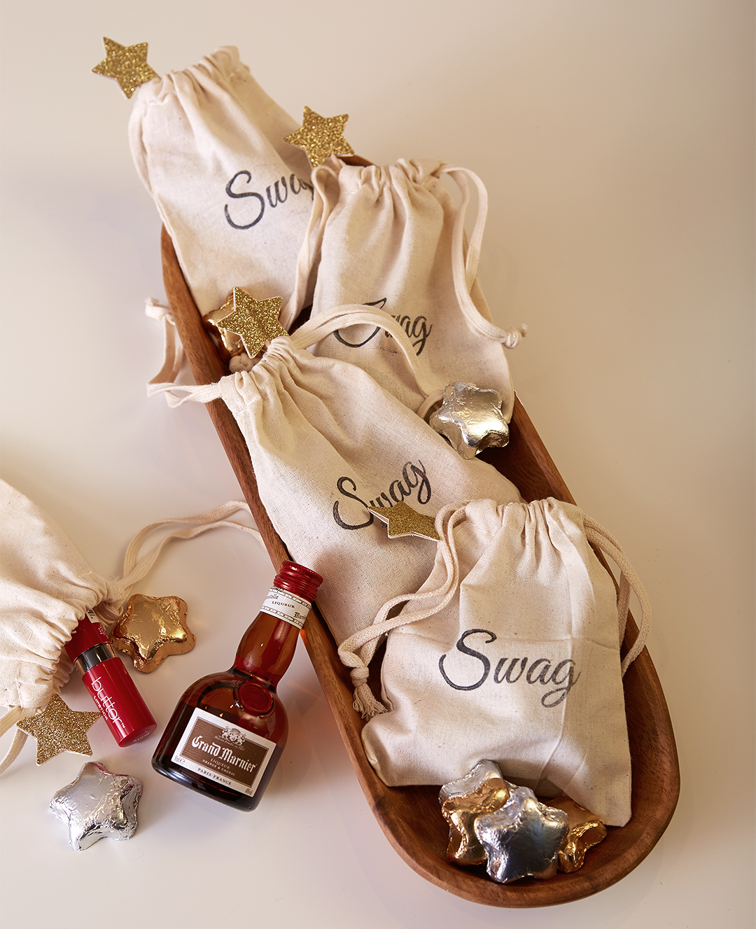 swag burlap bags with little metallic hearts and mini favors