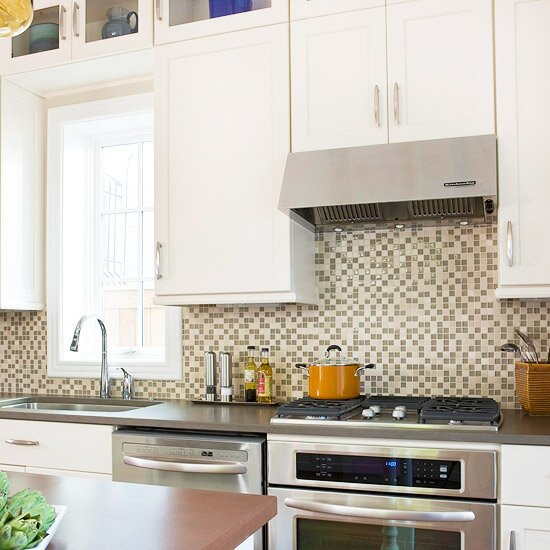 When Kitchen Cabinetry Is Relatively Simple And Unadorned You Can Easily Opt For More Pattern On The Backsplash Here 1 Inch Gl Mosaic Tile Creates A
