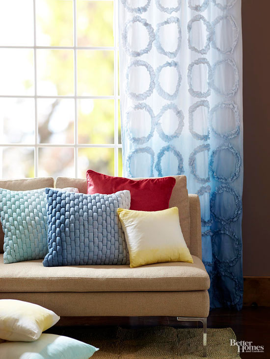 Finished ombre-dyed curtain