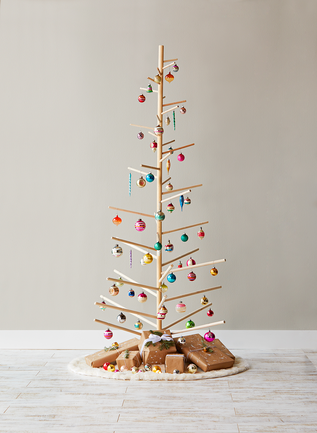 dowel christmas tree with bulb ornament decorations