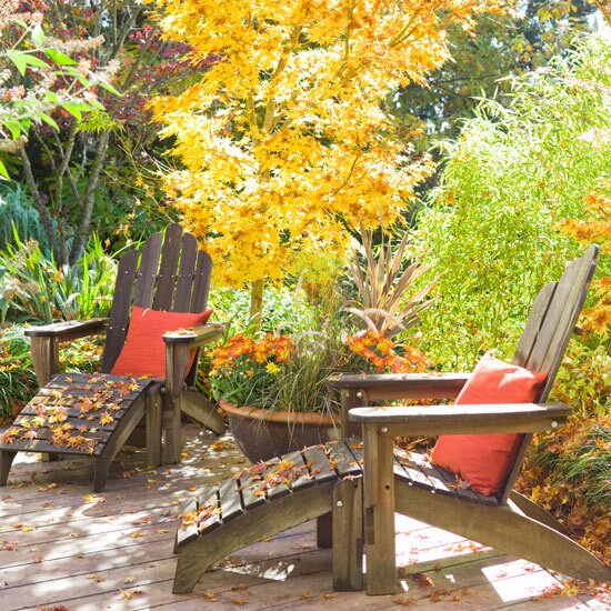 Deck with outdoor furniture in the fall