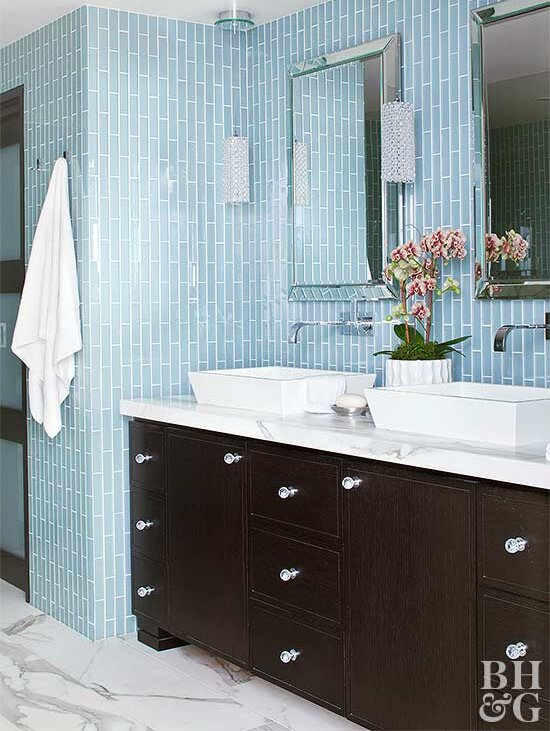 fa25dcb86d8 22 Baths with Stylish Color Combinations