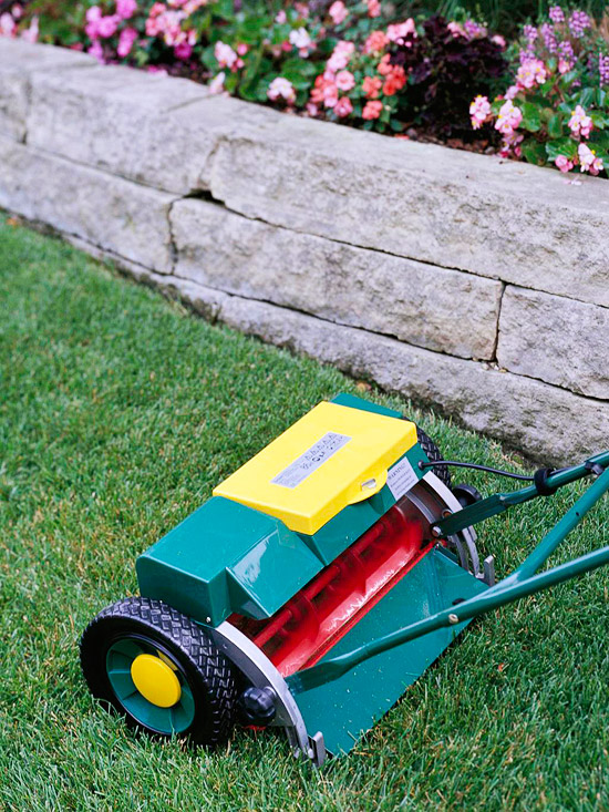 Battery-powered reel mower