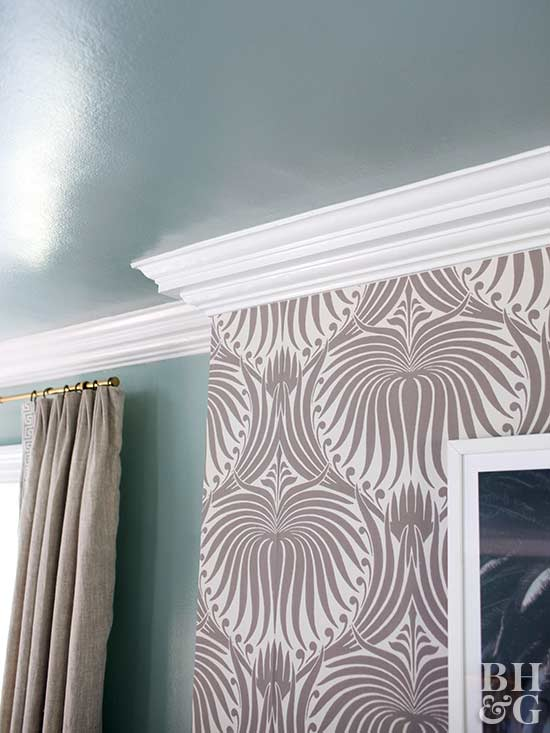 crown moulding, wallpaper, curtain