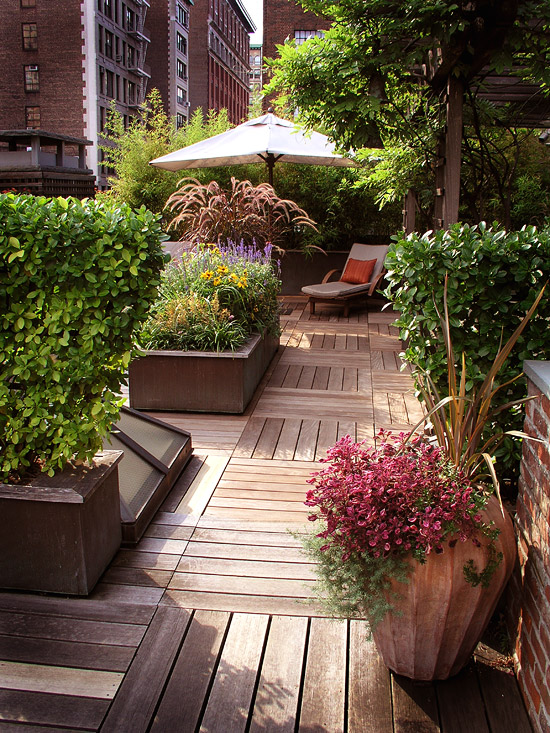 Give Your Outdoor Room an Edge