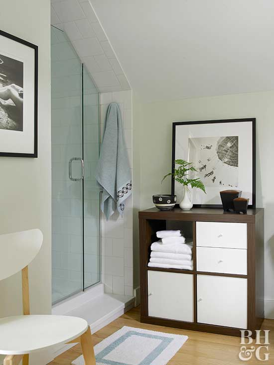 modern bath with modular organization