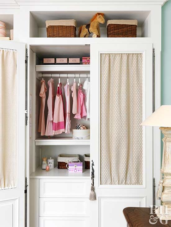 Think Small When Designing Kid Friendly Closet Organization Drawers Cubbies And Storage Bins Make It Easy For Kids To Find What They Re Looking