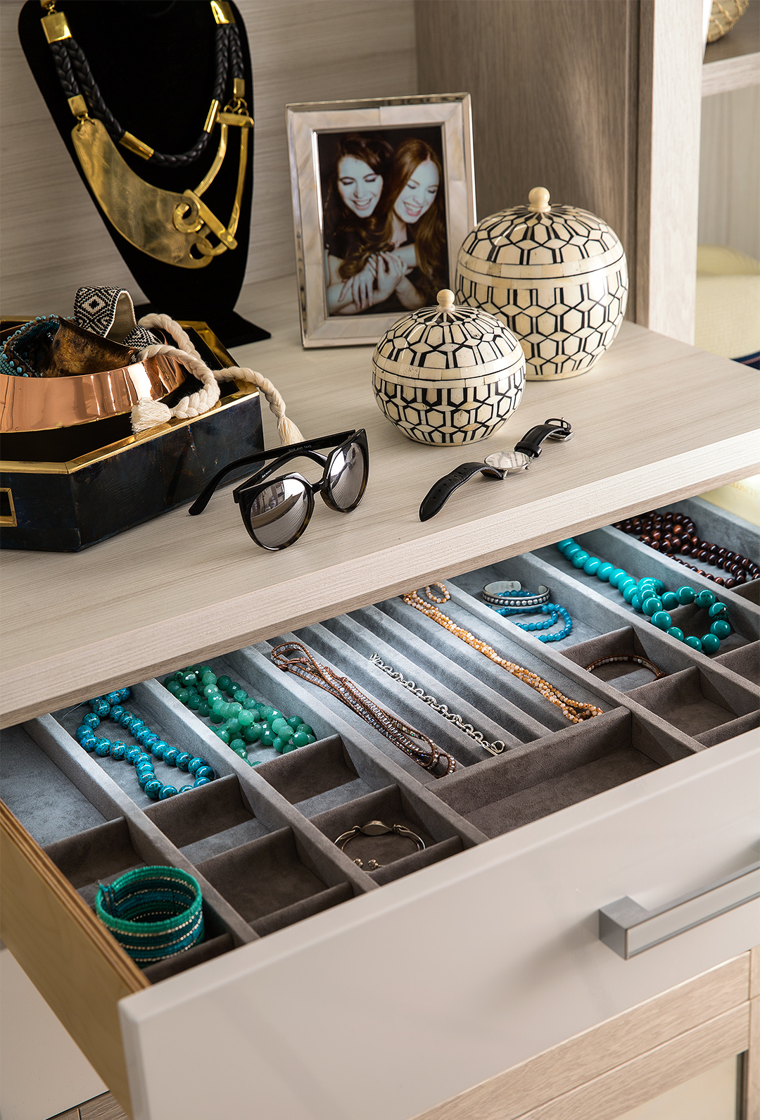 jewelry organizer in dresser drawer