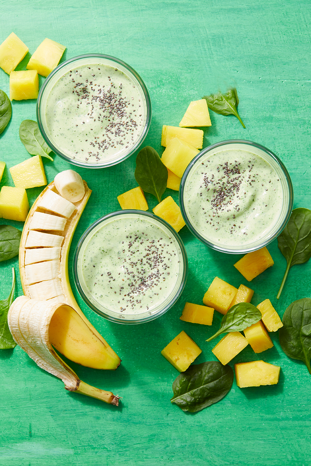 Pineapple-Spinach Smoothies with sliced banana. Pineapple-Spinach Smoothies R271011