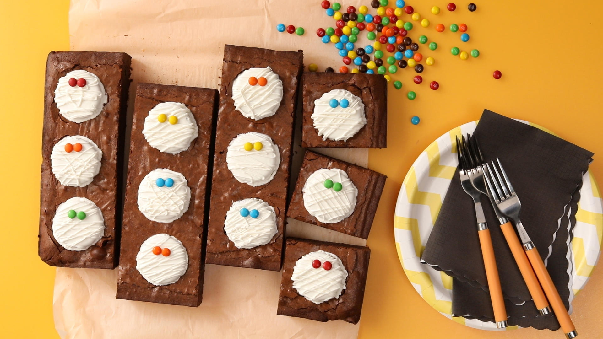 Scary-Easy Mummy Brownies