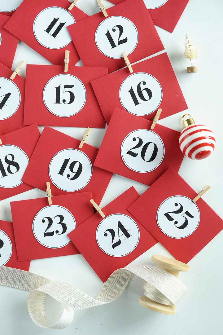 Spread some holiday kindness this year with this DIY Acts of Kindness Advent Calendar.