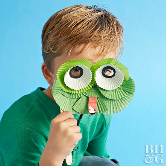 cupcake-liner frog mask craft