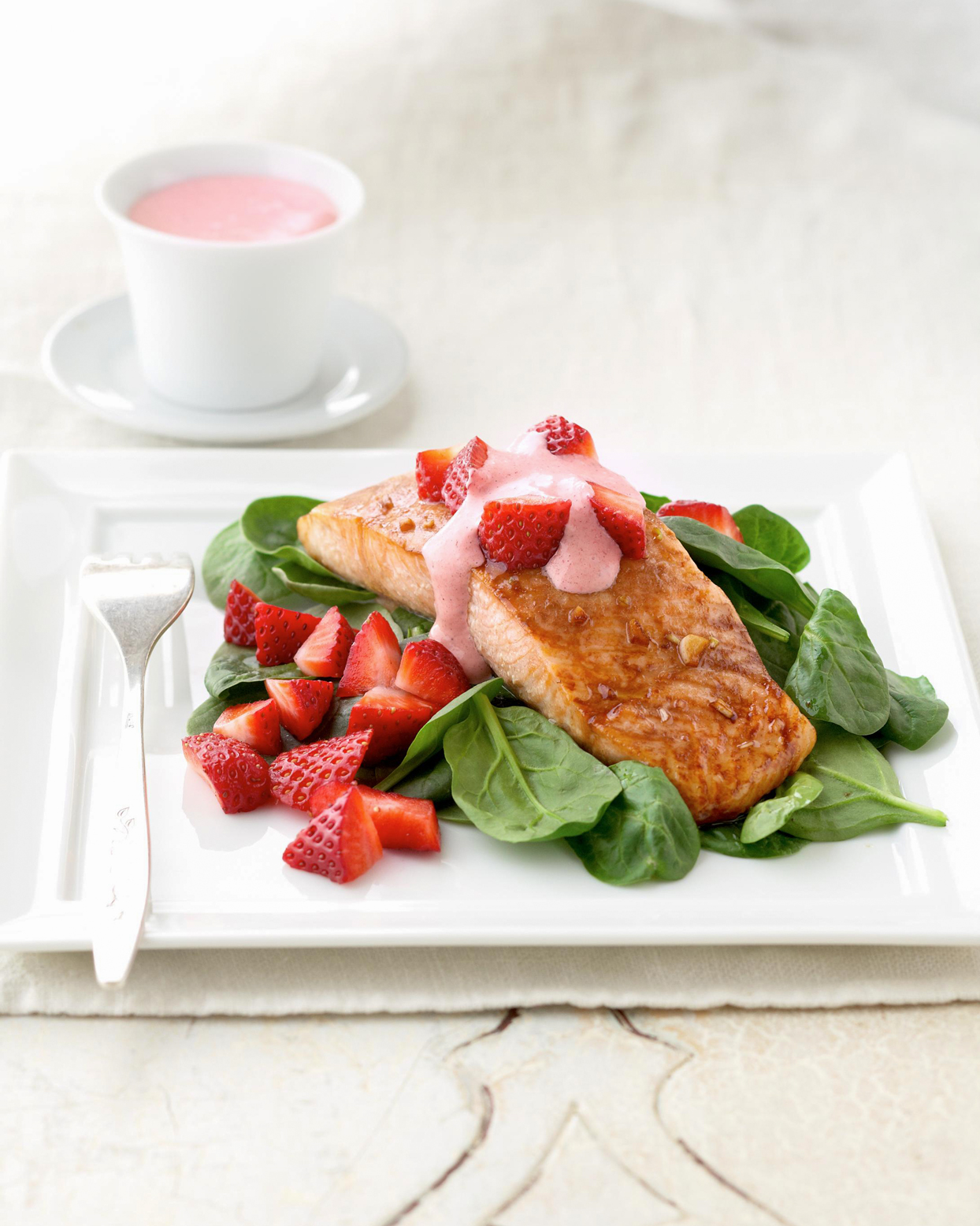 Salmon-Topped Salad with Strawberries