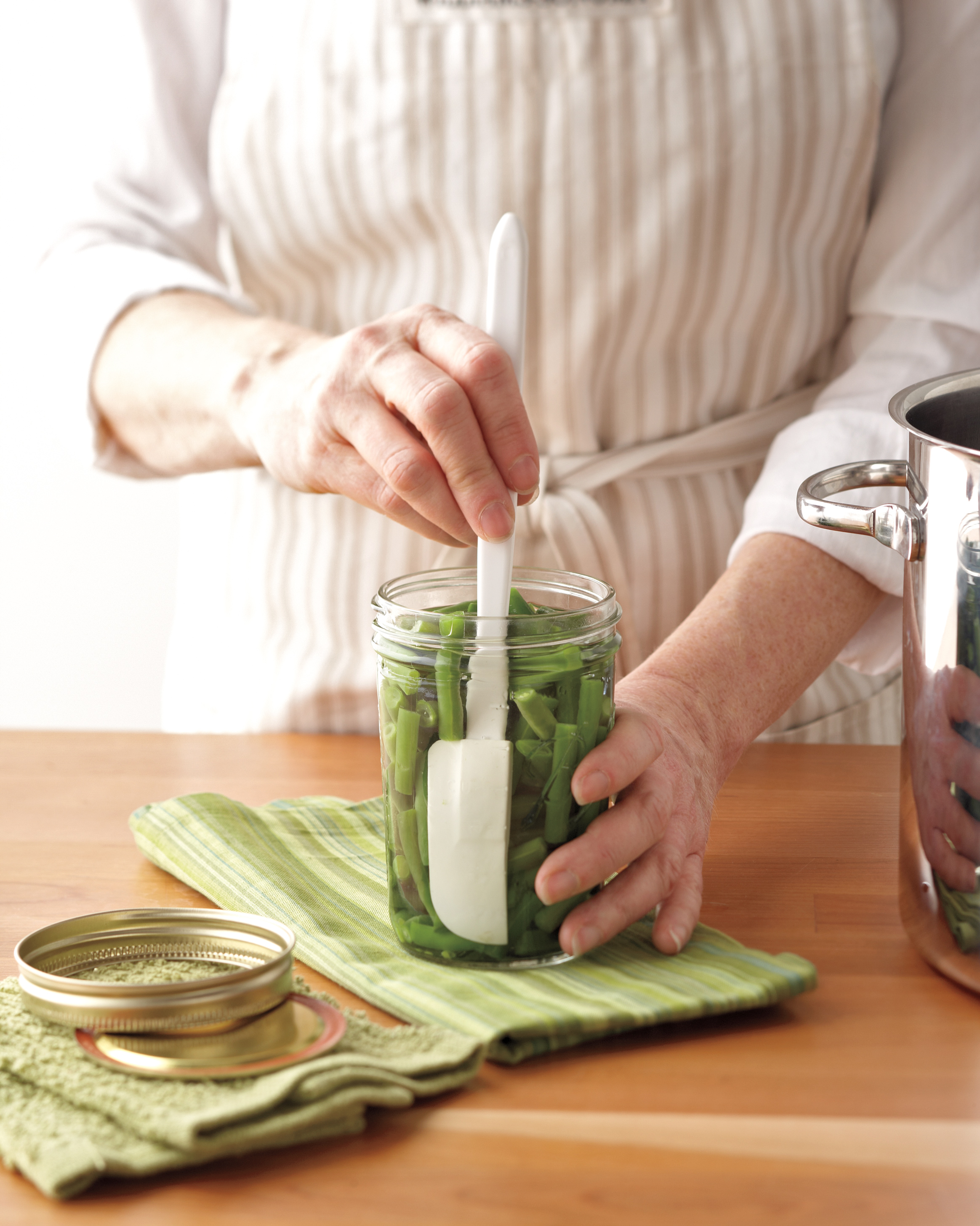 Removing air bubbles from canned green beans for pressure canning