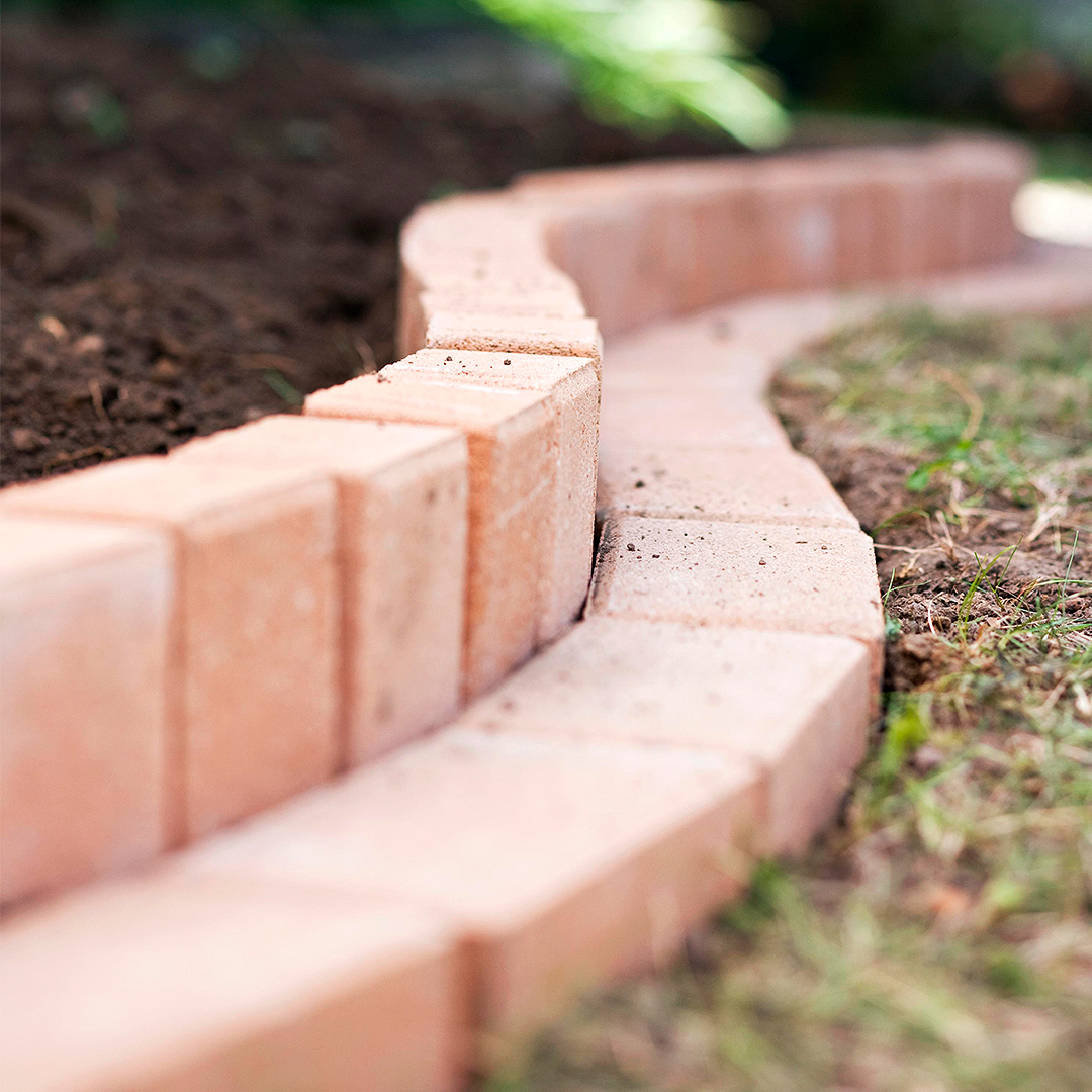 curvy brick border install vertical inner double layer close up