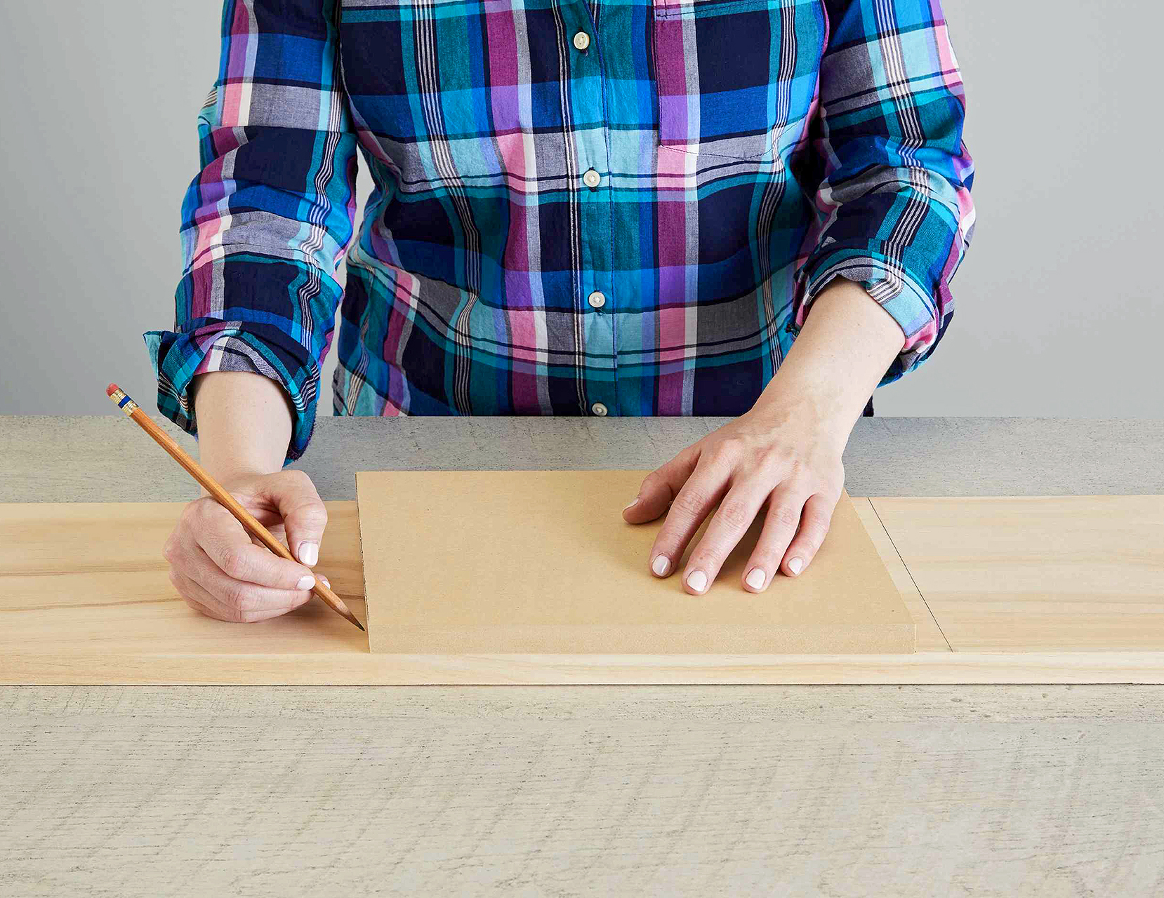 mark line on wood piece with pencil