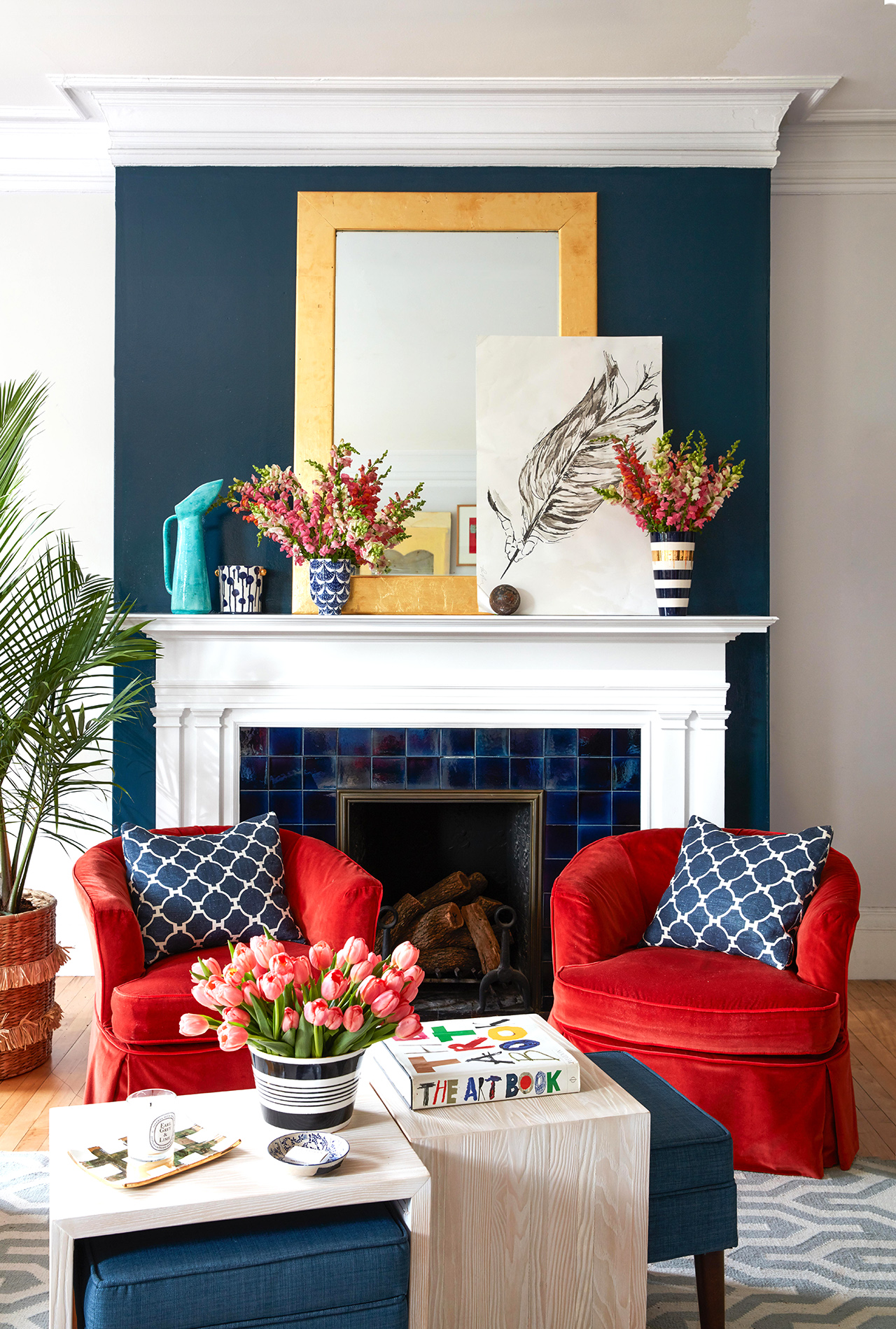 red white and blue sitting room