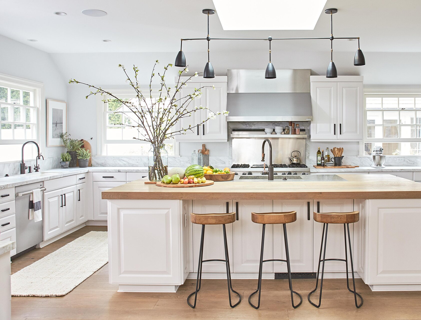How to Clean Kitchen and Bathroom Countertops