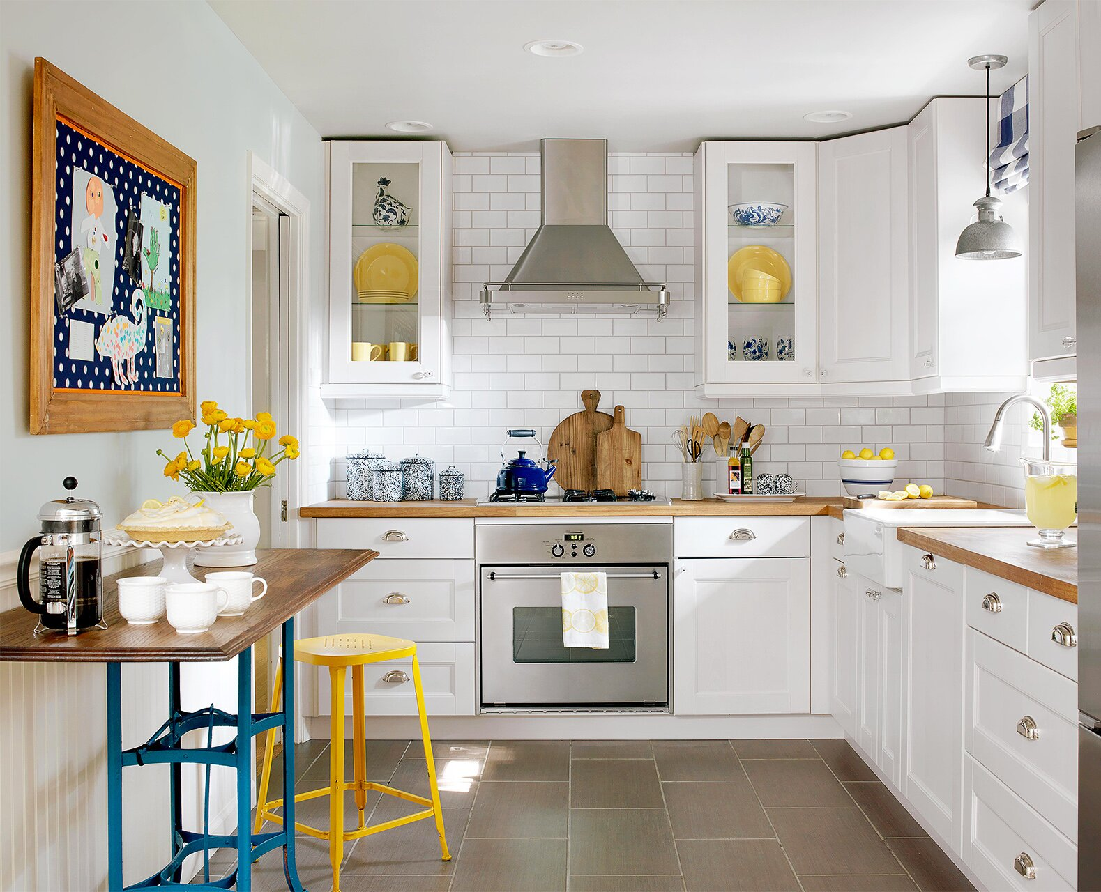 How to Make a Small Kitchen Look Larger Ideas Replacing Kitchen Desk Area on modern office desk ideas, kitchen breakfast bar window, kitchen mud room ideas, kitchen bathroom ideas, kitchen tv ideas, small desk organization ideas, house of concrete for front walkway ideas, kitchen workstation ideas, kitchen fridge ideas, kitchen cabinets, kitchen phone ideas, kitchen storage ideas, living room area ideas, kitchen island design ideas for small kitchens, farmhouse small kitchen ideas, kitchen ideas for small kitchens with island, kitchen gas stove ideas, kitchen dining room designs with islands, kitchen with corner sink ideas, bedroom desk area ideas,