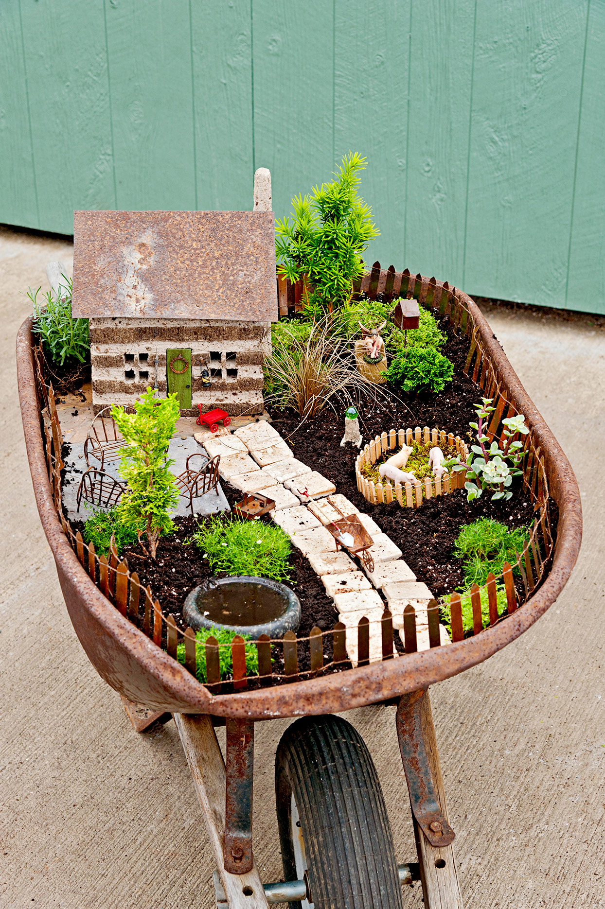 How To Make An Adorable Broken Pot Fairy Garden In 4 Easy Steps