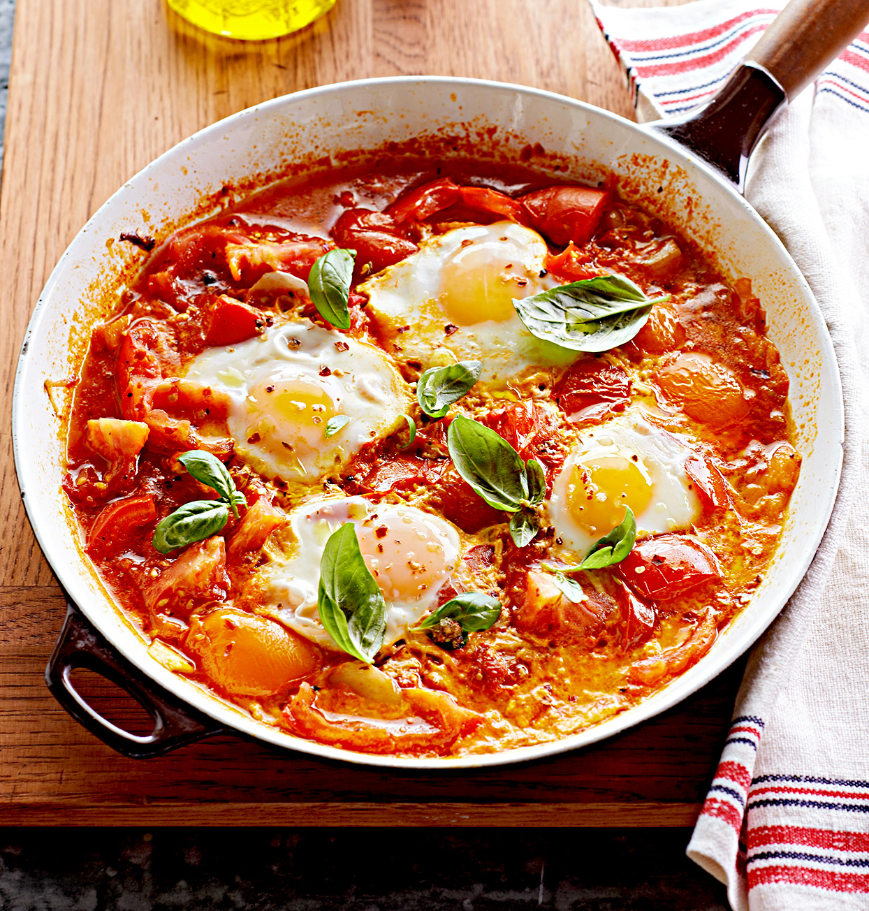 Paleo Spicy Poached Eggs in Tomato Sauce