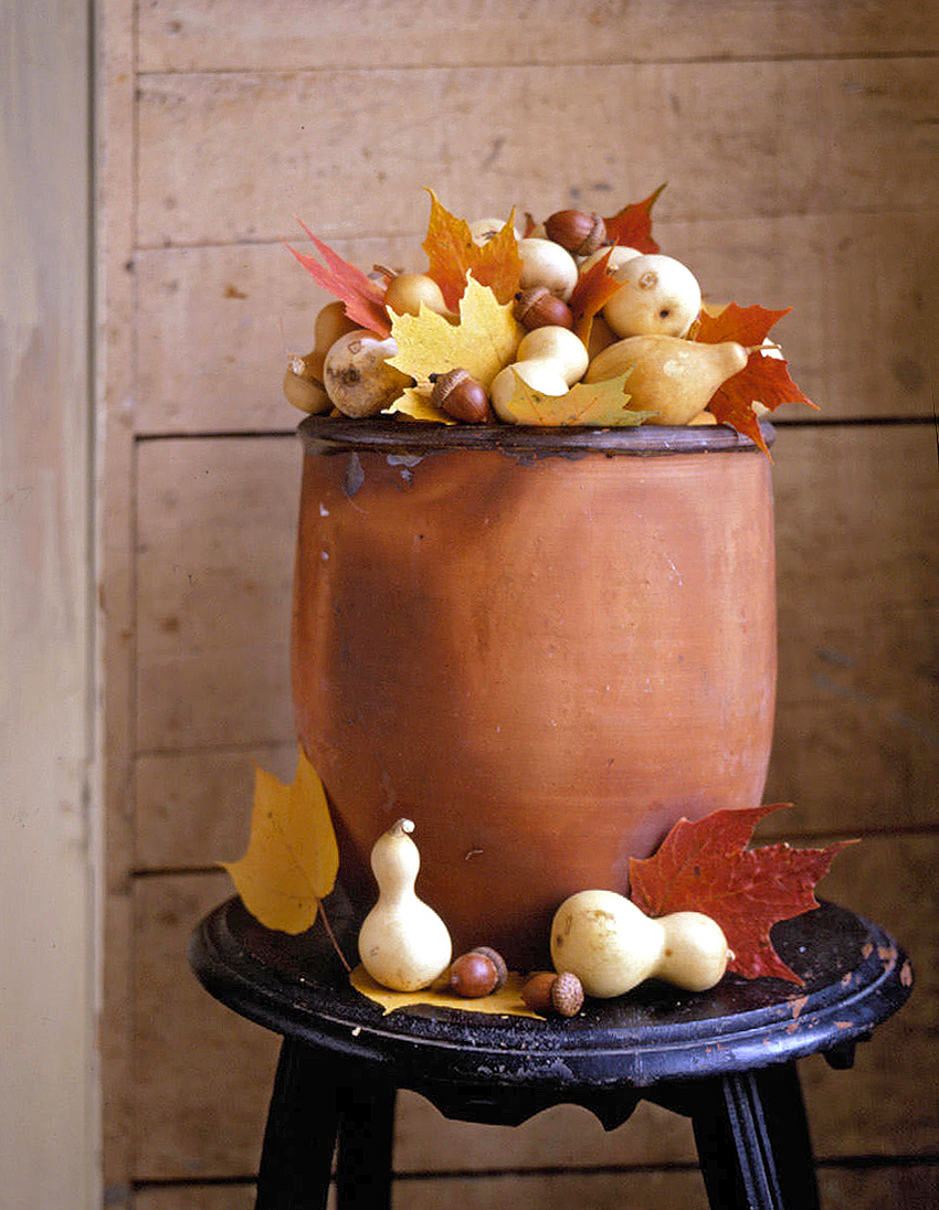 ceramic plant holder with leaves and gourds