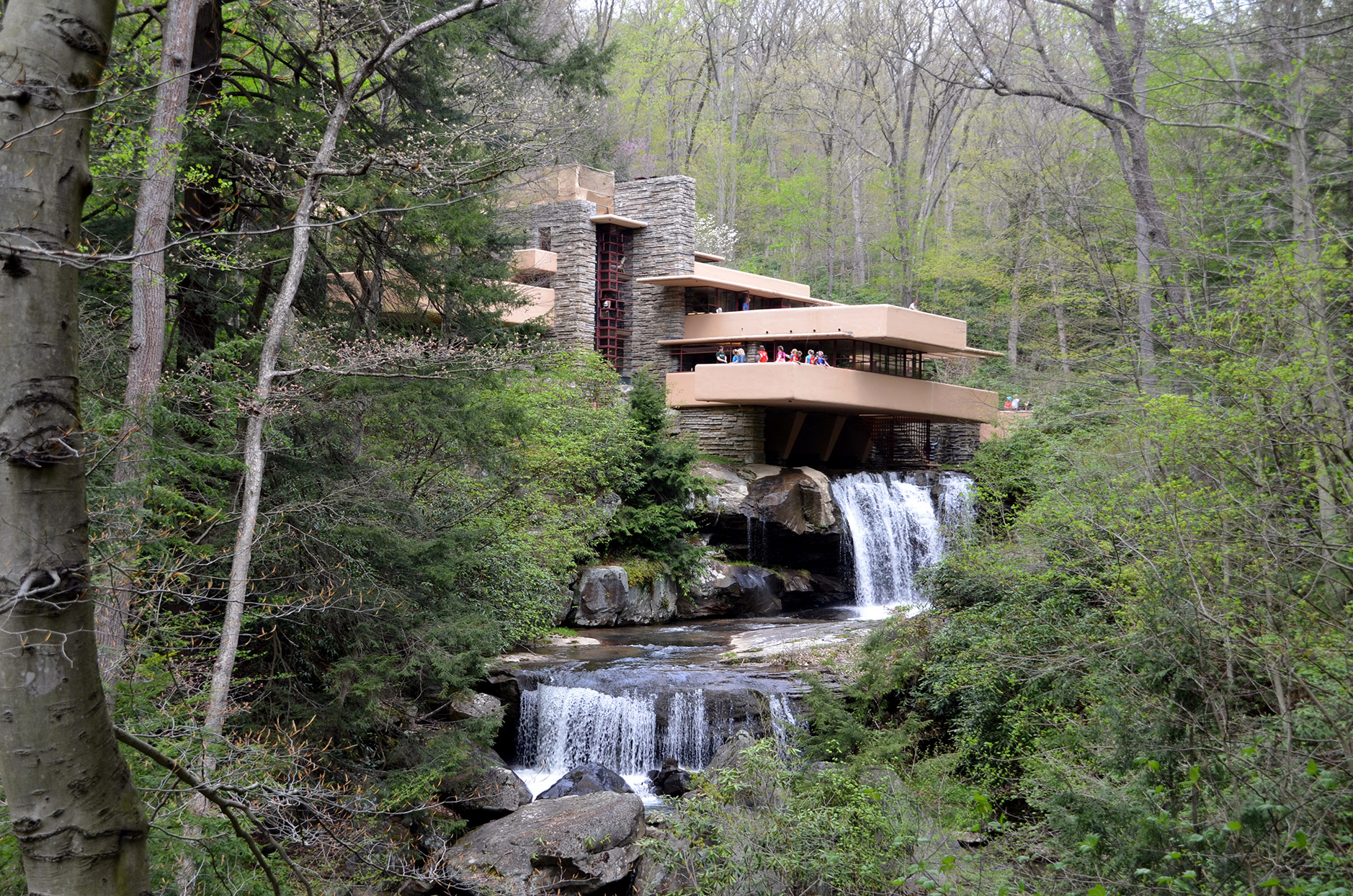 Fallingwater house built over waterfall