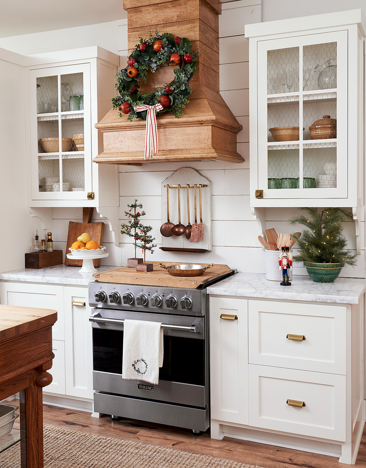 cottage kitchen with Christmas wreath on range hood