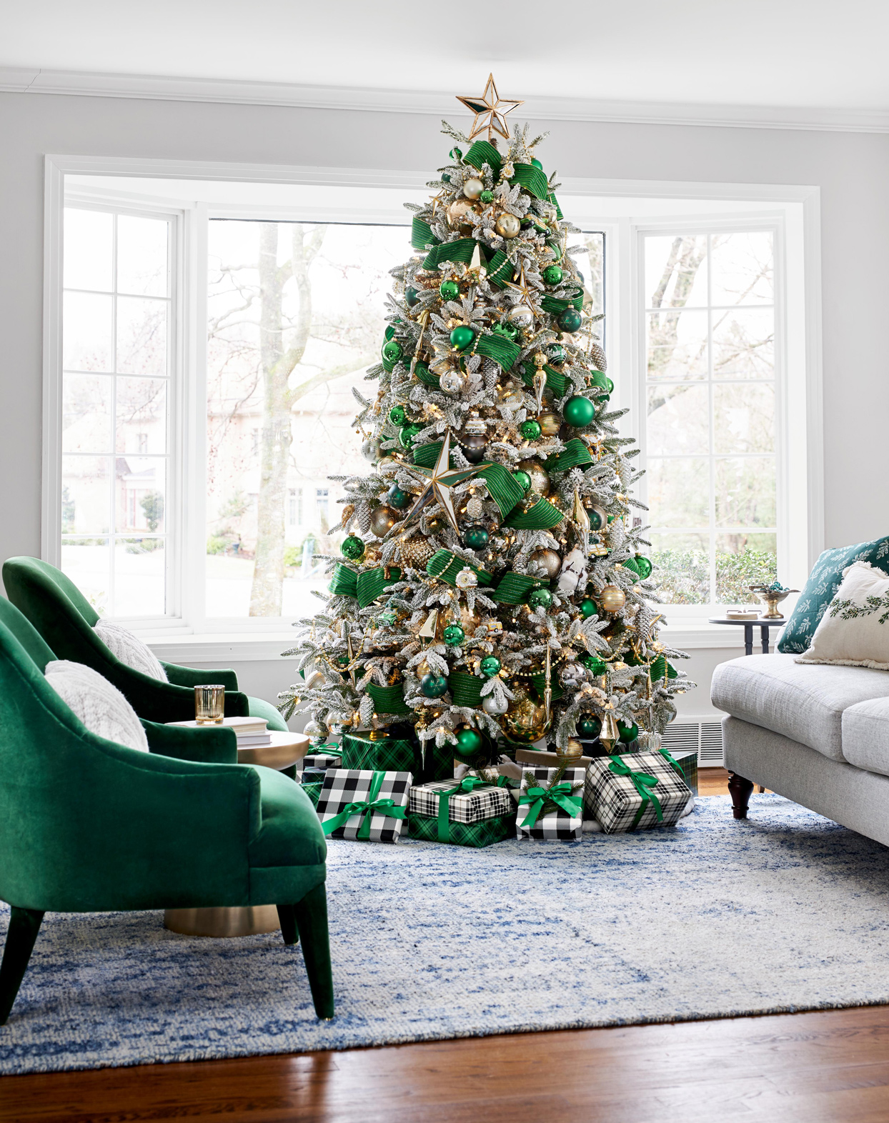 green silver and gold christmas tree decor