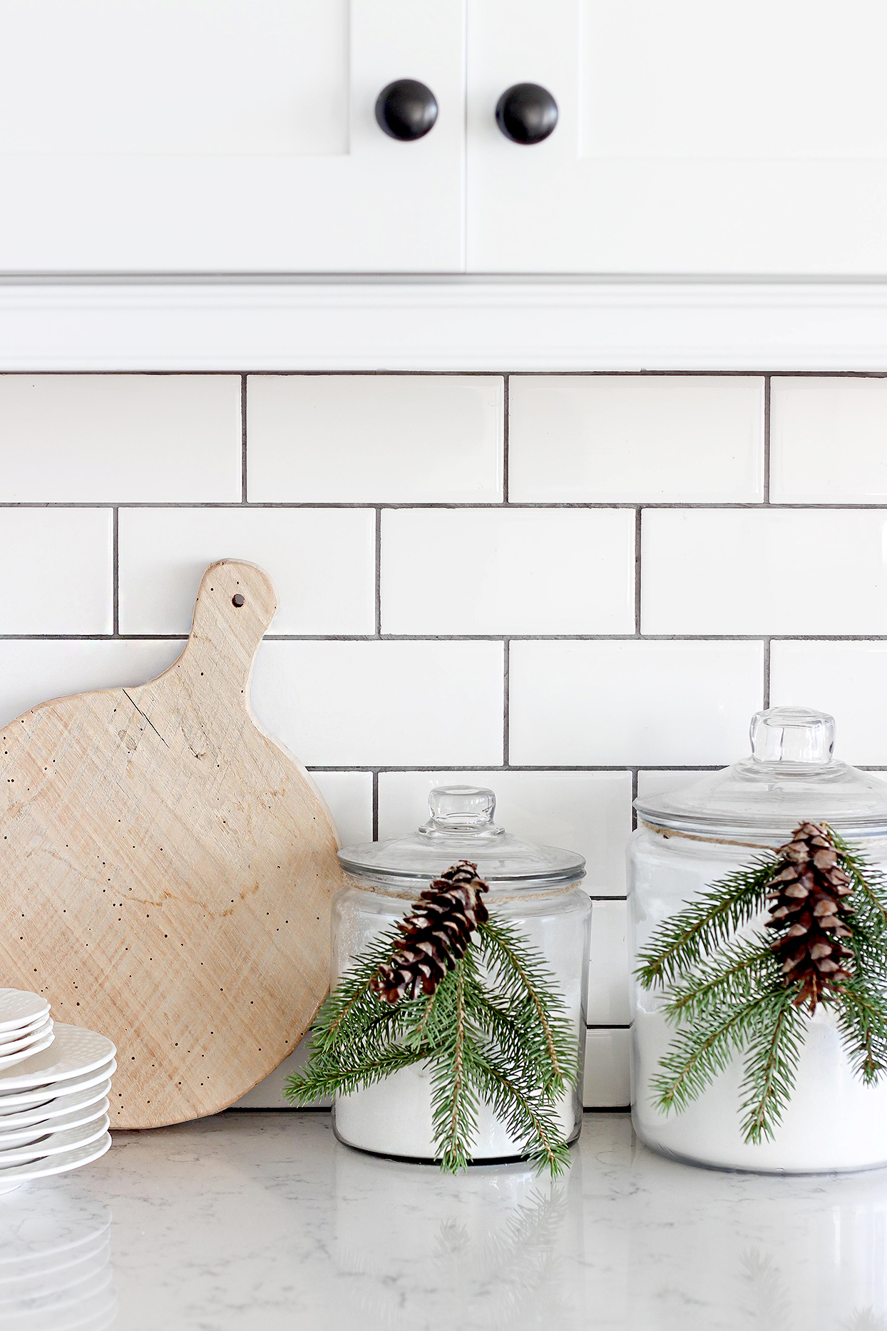 Kitchen counter with evergreen and pinecone decoration