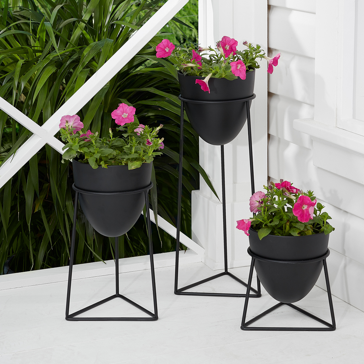 Mainstays Bullet 3-Piece Metal Planter Set with Stands