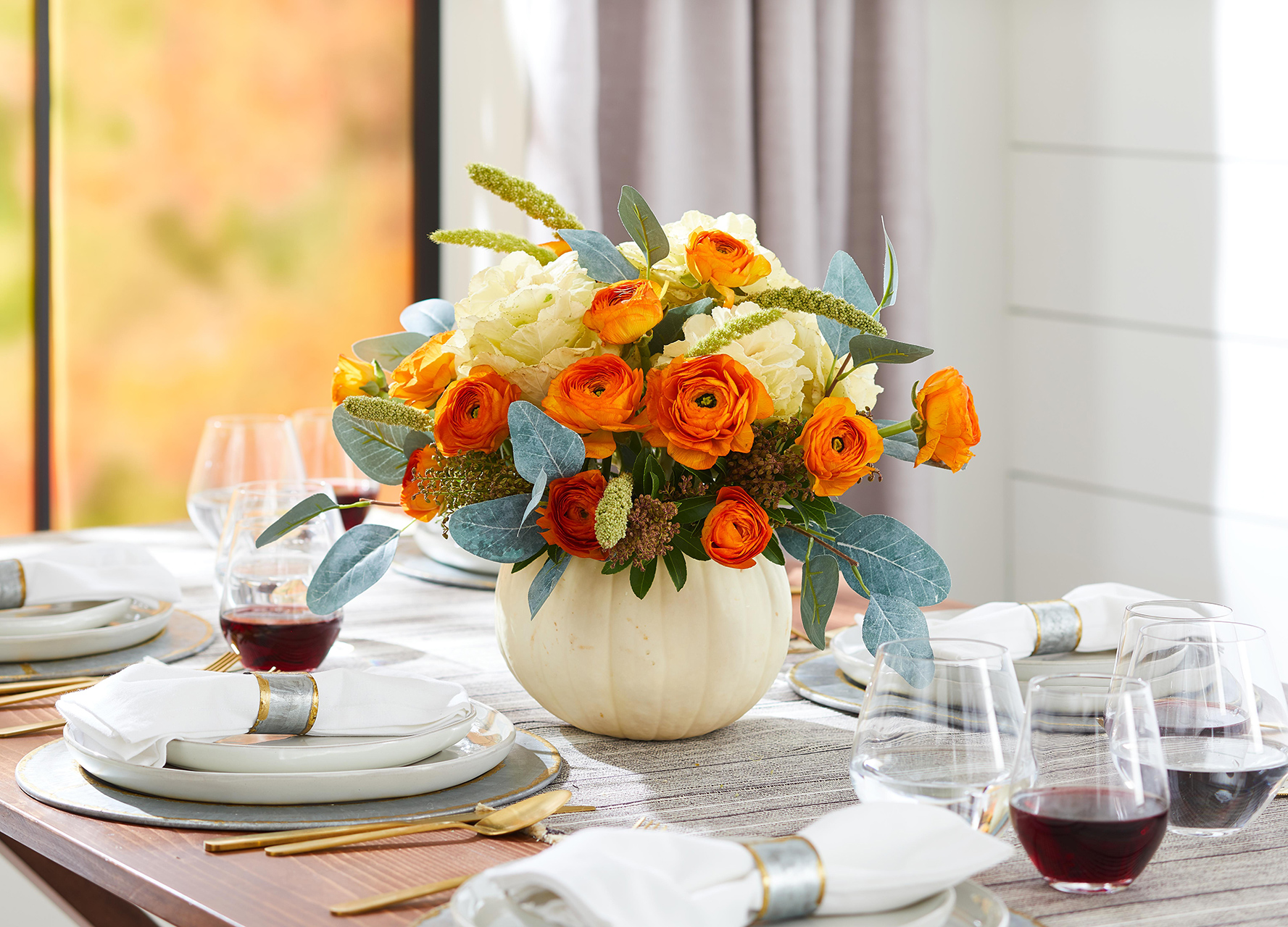 fall table centerpiece floral arrangement white pumpkin