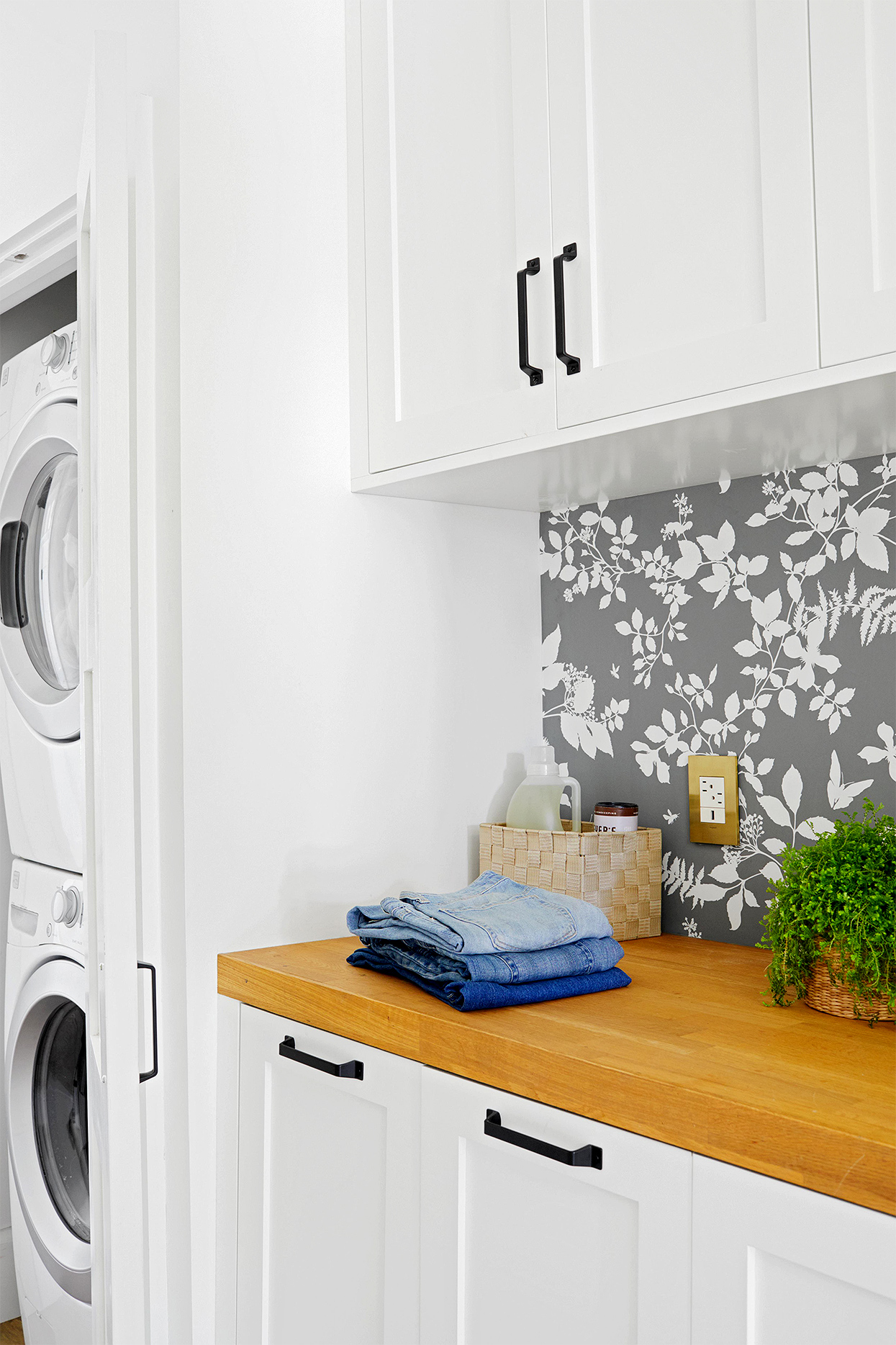 stackable washer and dryer and counter space