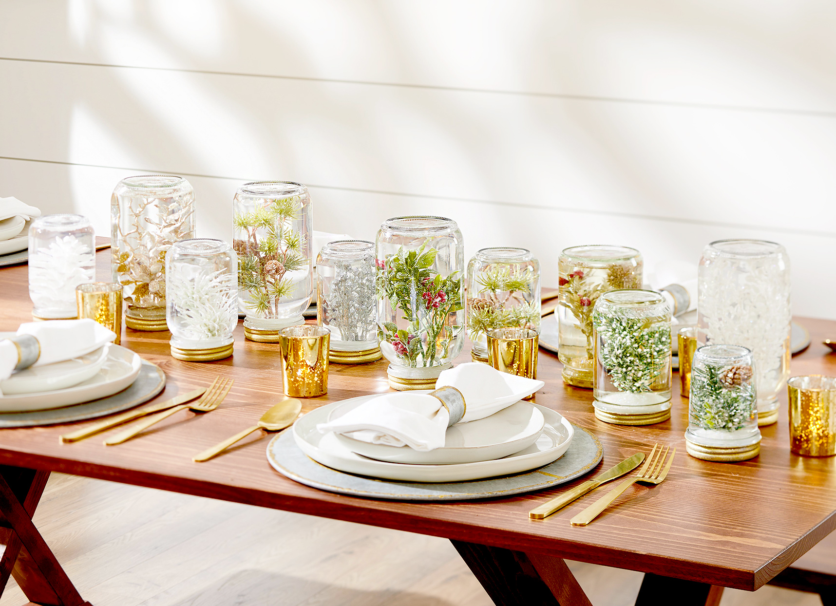 Table setting with jar décor