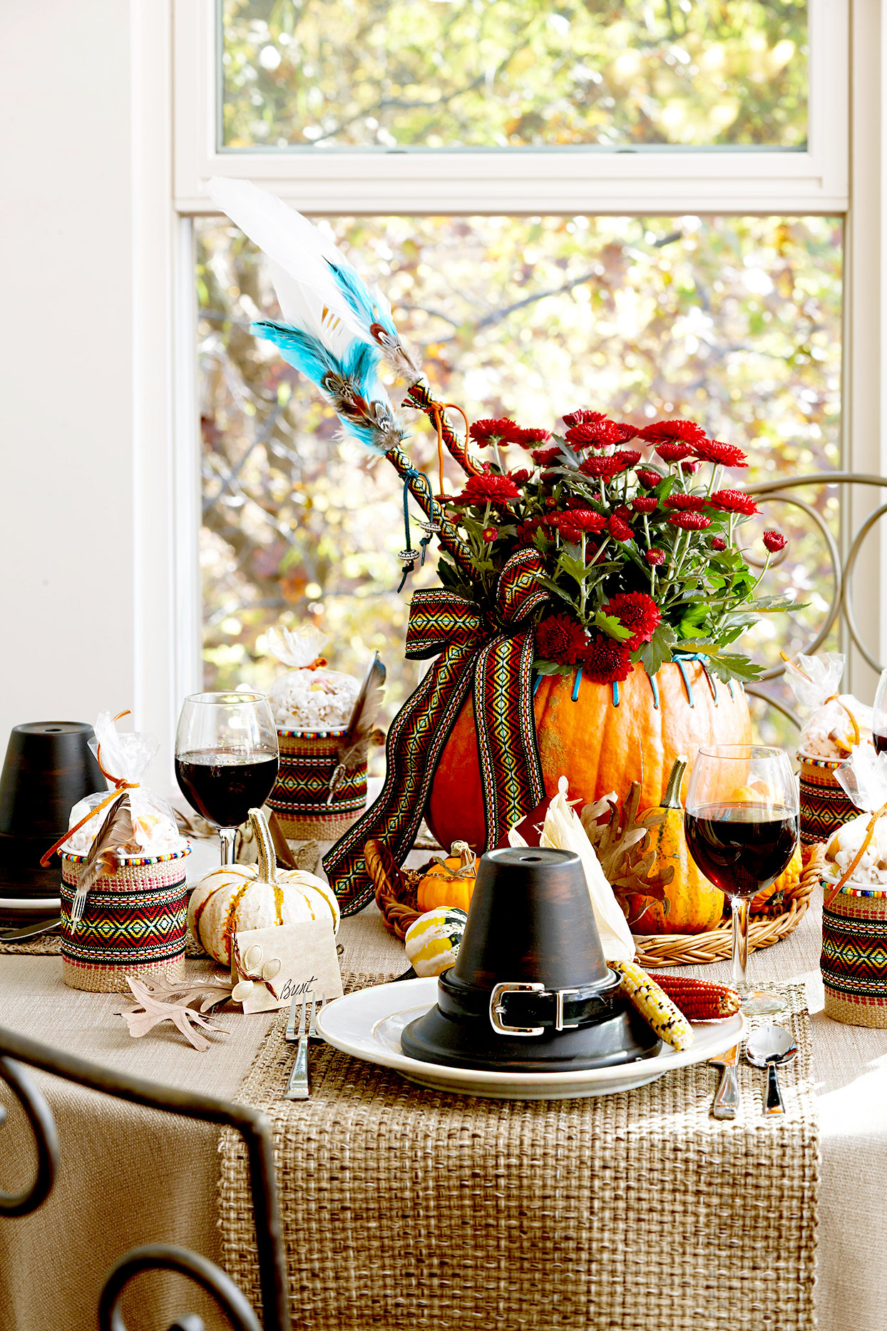 Thanksgiving table décor with pumpkin and flowers