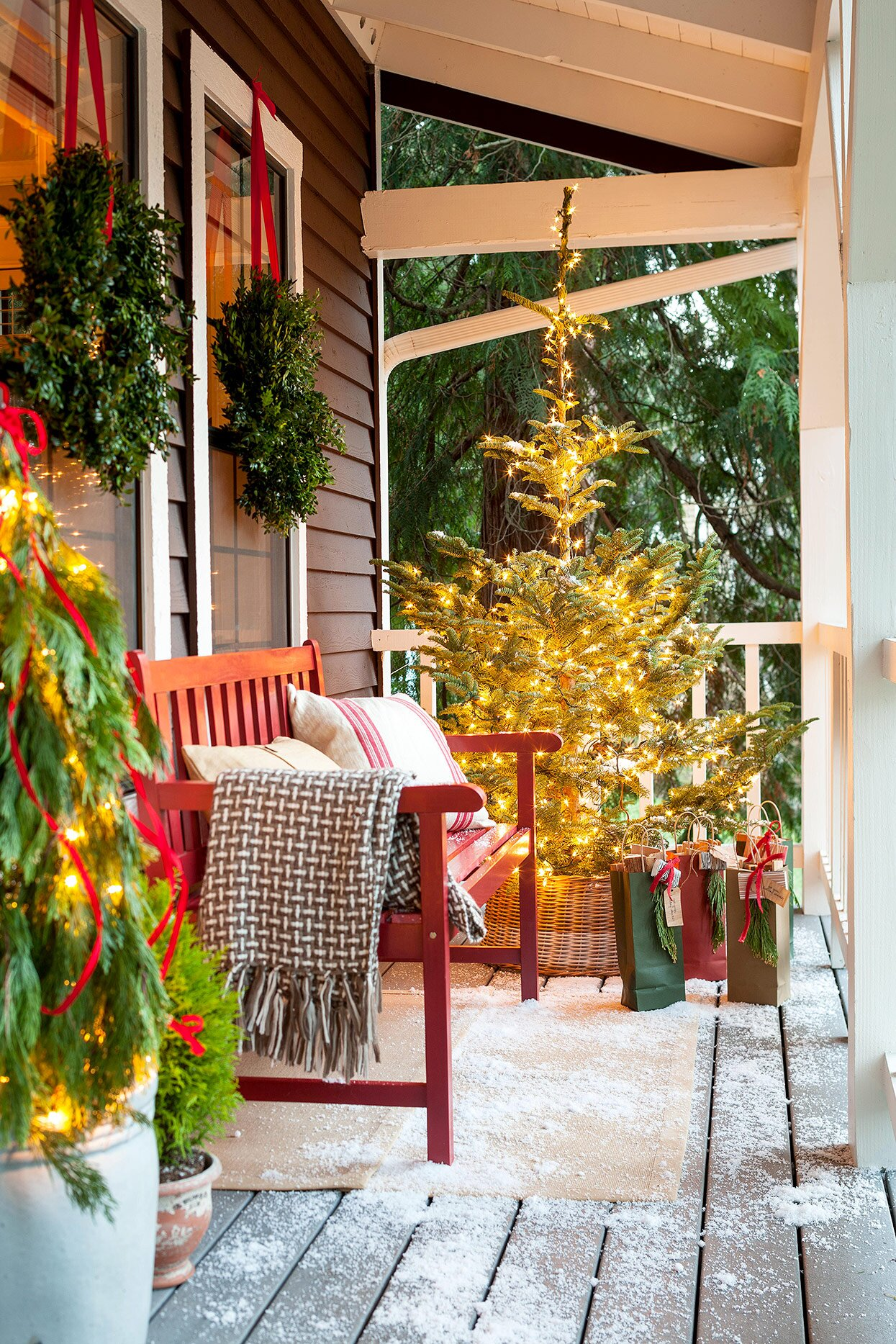 30 Ideas For The Best Outdoor Christmas Decorations On The Block Better Homes Gardens
