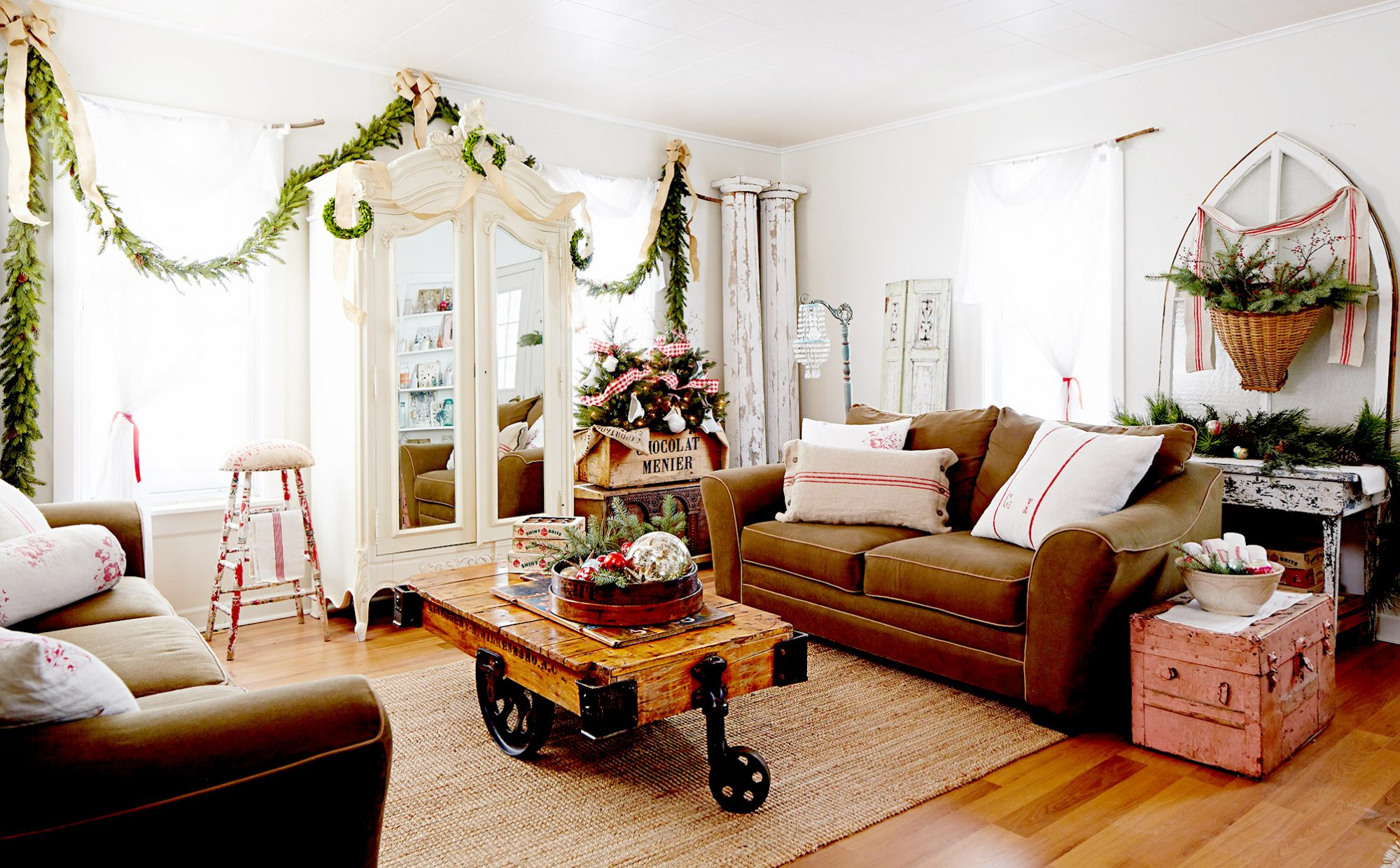 Living room with two couches and garland