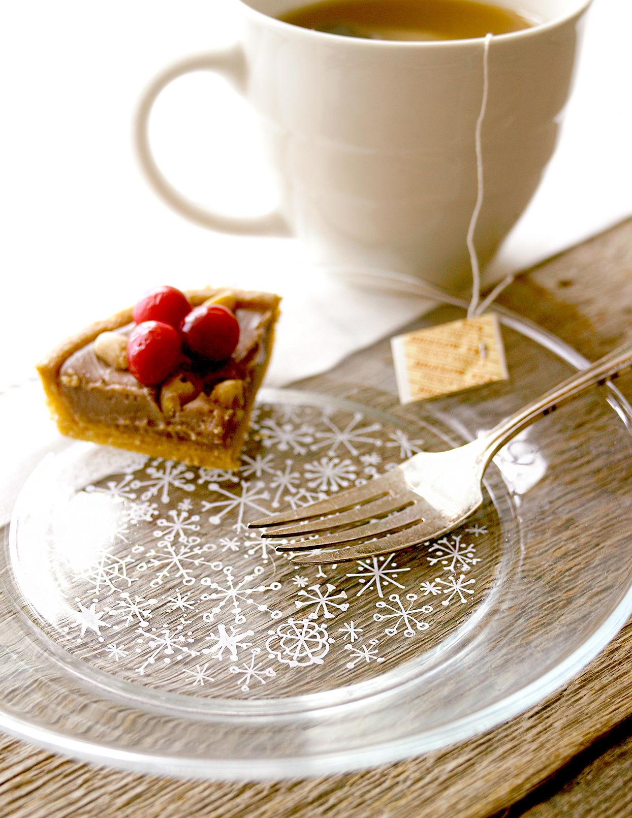 Holiday glass plate with treat