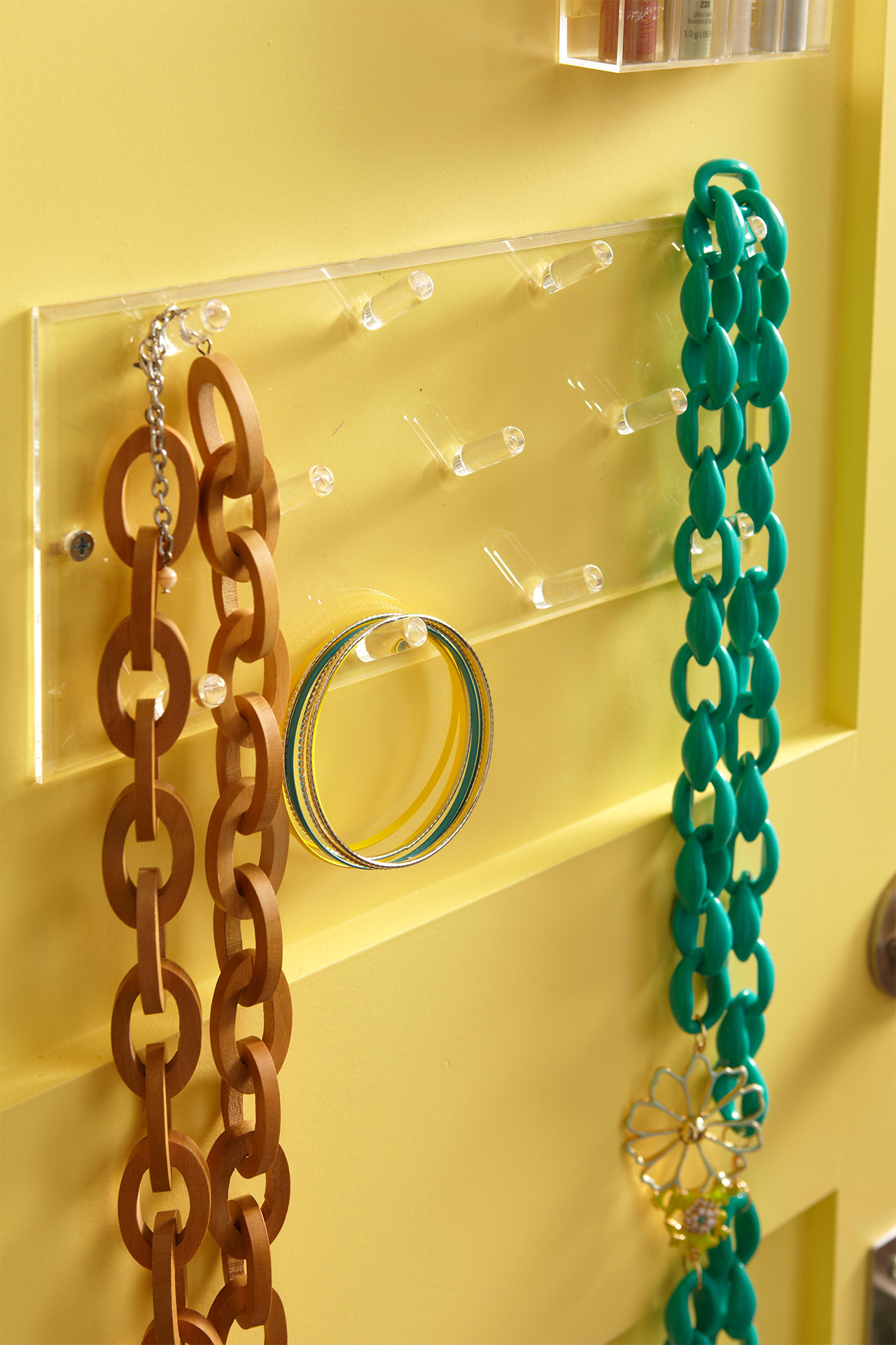 Back of door storage necklaces