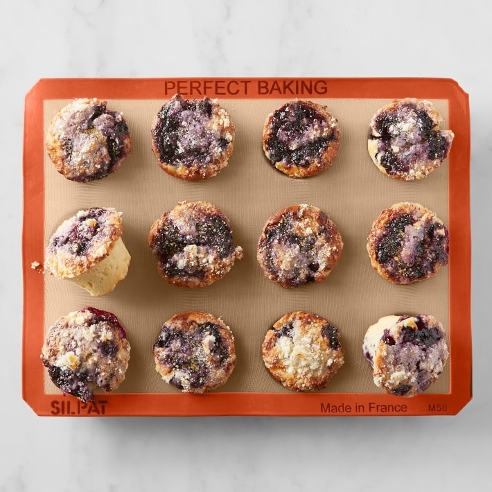 silicone muffin pan with muffins in it