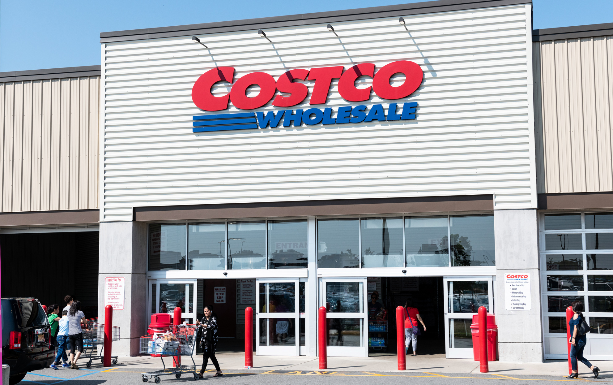 Costco Might Start Requiring Memberships to Eat at the Food Court